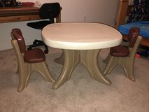 Kids desk and chairs in Fairfield, California