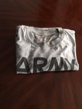 1 LARGE SHORT SLEEVE ARMY PT SHIRT in Ramstein, Germany