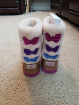 Little  girls uggs boots in Fort Lewis, Washington