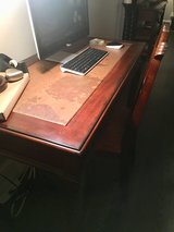 Traditional style home office desk set in Pearland, Texas
