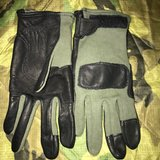 GLOVES LARGE in Ramstein, Germany