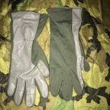 GREEN LARGE GLOVES in Ramstein, Germany