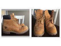 Original color men's Timberland boots 9 1/2 in Fort Hood, Texas