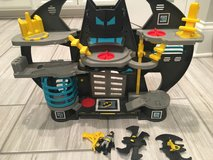 Super friends batcave imaginext in Yorkville, Illinois