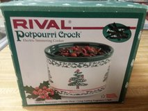 Christmas potpourri crock in Kankakee, Illinois