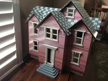 Now Reduced - Victorian Doll House by Melissa and Doug in Conroe, Texas