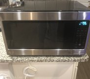 *** Reduced**Mint Cond* LG 2.0 CU FT counter top microwave in Kingwood, Texas