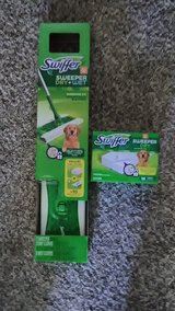 Swiffer sweeper dry & wet with extra pads in 29 Palms, California