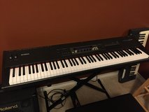 Electric piano/synthesizer Yamaha S80 in Kingwood, Texas