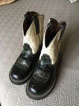 Beautiful barely worn Ariat women's boots - women's size 6 in Yorkville, Illinois