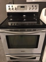 Beautiful stainless steel stove electric in Cleveland, Texas