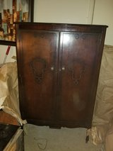 Antique mahogany bedroom suite in Clarksville, Tennessee