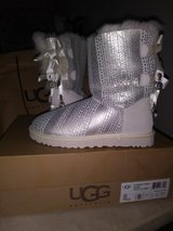 new UGG's size 5 in St. Charles, Illinois