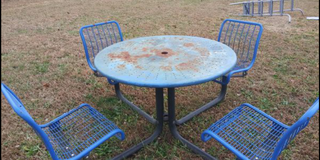 Expandable metal picnic table round steel commercial 150 pounds in Clarksville, Tennessee