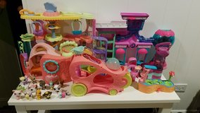 Littlest pet shop buildings and animals in Schaumburg, Illinois