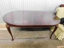 Drexel Mahogany oval dining room table with 2 leafs & pads in Westmont, Illinois