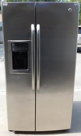 25 CU. FT. GE SIDE-BY-SIDE REFRIGERATOR in Camp Pendleton, California