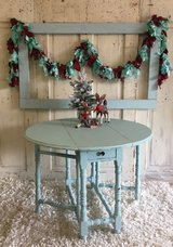 Round antique Table- watery in Kingwood, Texas