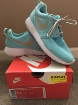 Nike Roshes in Aurora, Illinois