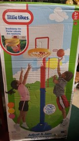 little tikes adjustable basketball hoop in Joliet, Illinois