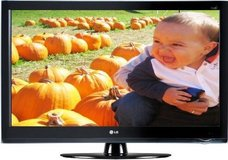 """LG 32LH40  32"""" LCD 1080P 120Hz, Intell Sensor TV...Like New ! Comes with remote in Fort Campbell, Kentucky"""
