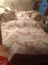Hand Stitched Full/Queen Quilt with Pillowcases in Bartlett, Illinois