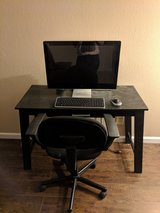 Like new HP desktop, desk, mouse and keyboard in Yucca Valley, California
