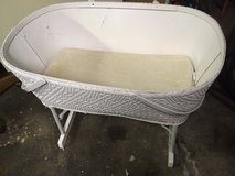 *** ANTIQUE BASSINET *** In Very Good  Condition in Fort Lewis, Washington