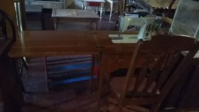 antique singer sewing table in Leesville, Louisiana