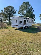 5th wheel camper with 2 slide outs-2005 in Leesville, Louisiana