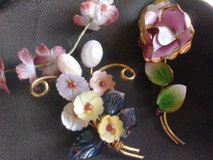 2 vintage style brooches in Yucca Valley, California