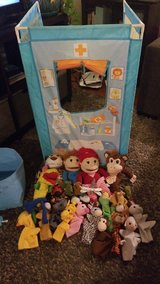 3 sided pop up puppet tent and puppets in Fairfield, California