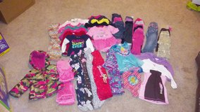 Girls 12 & 12-18 month clothes in Fort Leonard Wood, Missouri