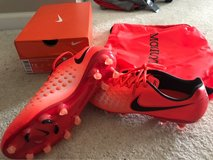 Mens Nike soccer cleats 7.5 in Bolingbrook, Illinois