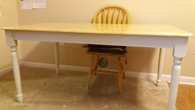 Kitchen Table and Chairs in Schaumburg, Illinois