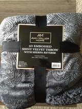 New Amy Miller Home 3D Embossed Shiny Velvet Throw 50in x 60in in Fort Drum, New York