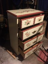 4 drawer chest in Glendale Heights, Illinois