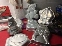Cake pans in Fort Campbell, Kentucky