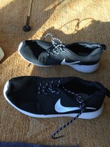 Nike Trainers black in Lakenheath, UK