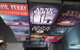 Author ANNE PERRY in Orland Park, Illinois