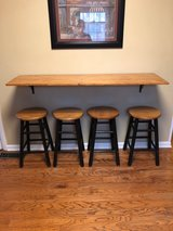 kitchen bar and 4 stools in Cadiz, Kentucky