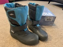 Tundra Quebec girls winter boots....size 1 in Plainfield, Illinois