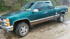 1998 chevy z71 over 200000 miles 4*4 runs good cold ac warm heat 2600 obo in Leesville, Louisiana