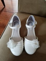 Like NEW!! Girls White Dress Shoes, Size 13 in Fort Campbell, Kentucky