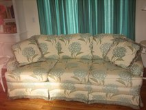 pretty floral hydrangia couch in Bolingbrook, Illinois