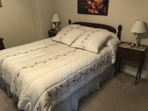 Beautiful bedroom Set with antique night tables, lamps and firm mattress in Houston, Texas