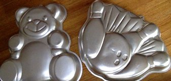 Cake Pans -2- in Conroe, Texas