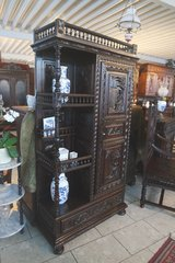 A new shipment arrived at Angel Antiques in Stuttgart, GE