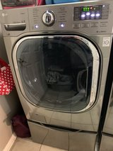LG 4.5-cu ft High-Efficiency Front-Load Washer in Houston, Texas