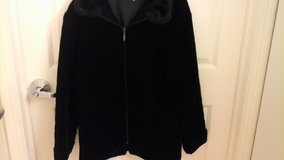 Womens Size L.  Black Velvet  Quilted  Winter Jacket Excellent condition in Joliet, Illinois